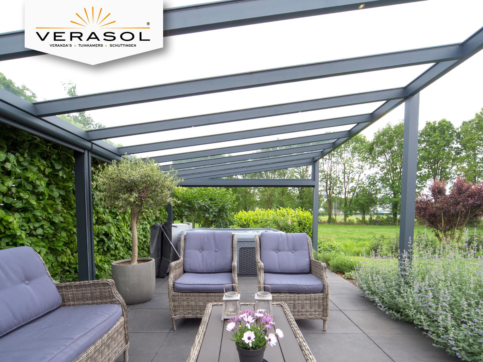 Lounge, de vrijstaande veranda van Verasol. Perfecte plek om buiten ...