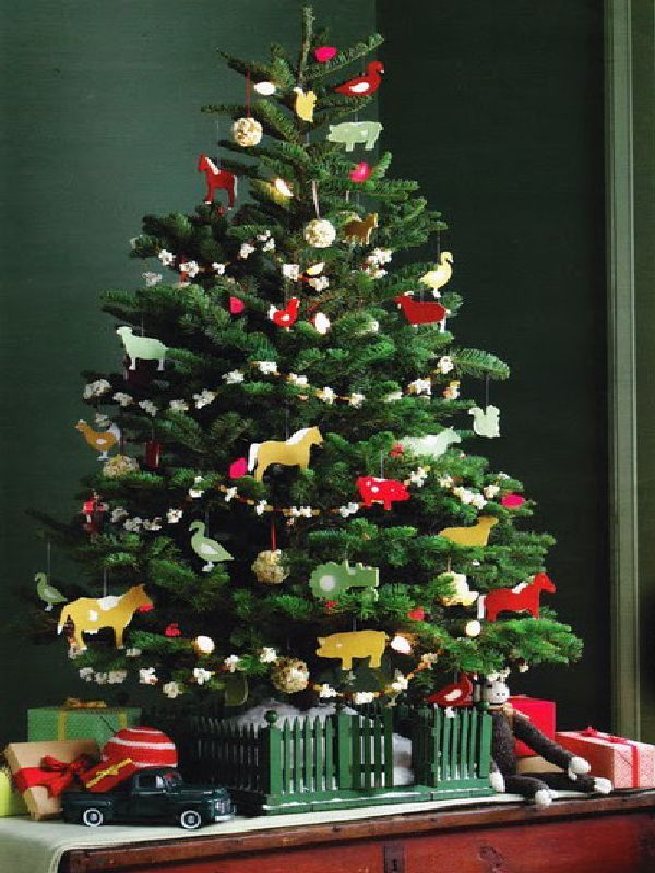 small christmas tree for kids room decorating ideas - Small Christmas Tree Decorating Ideas