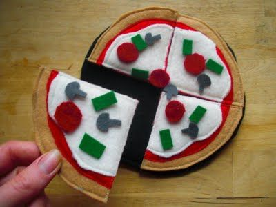 Felt pizza--perfect for the play kitchen!