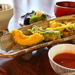 茶倉 - 料理写真:旬野菜を使ったインド風スパイス天麩羅のランチです