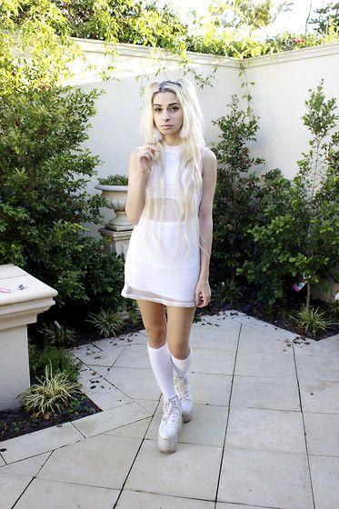 Yru qozmo sky white dress