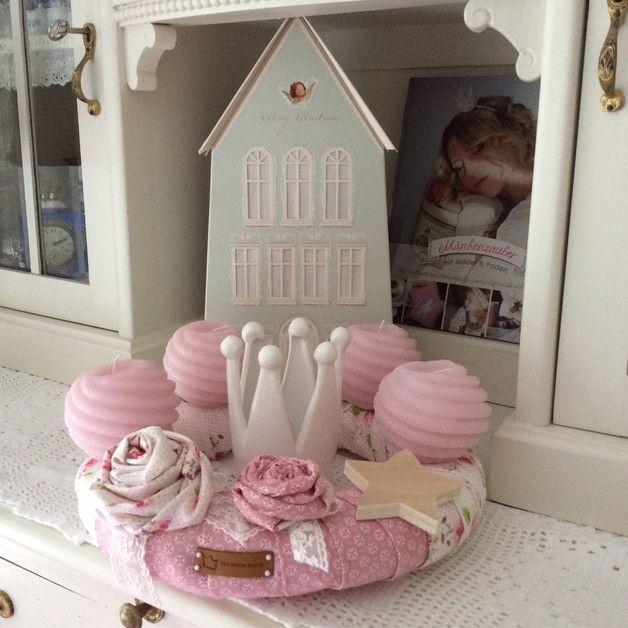 liebevoll gestalteter adventskranz aus hochwertigen. Black Bedroom Furniture Sets. Home Design Ideas