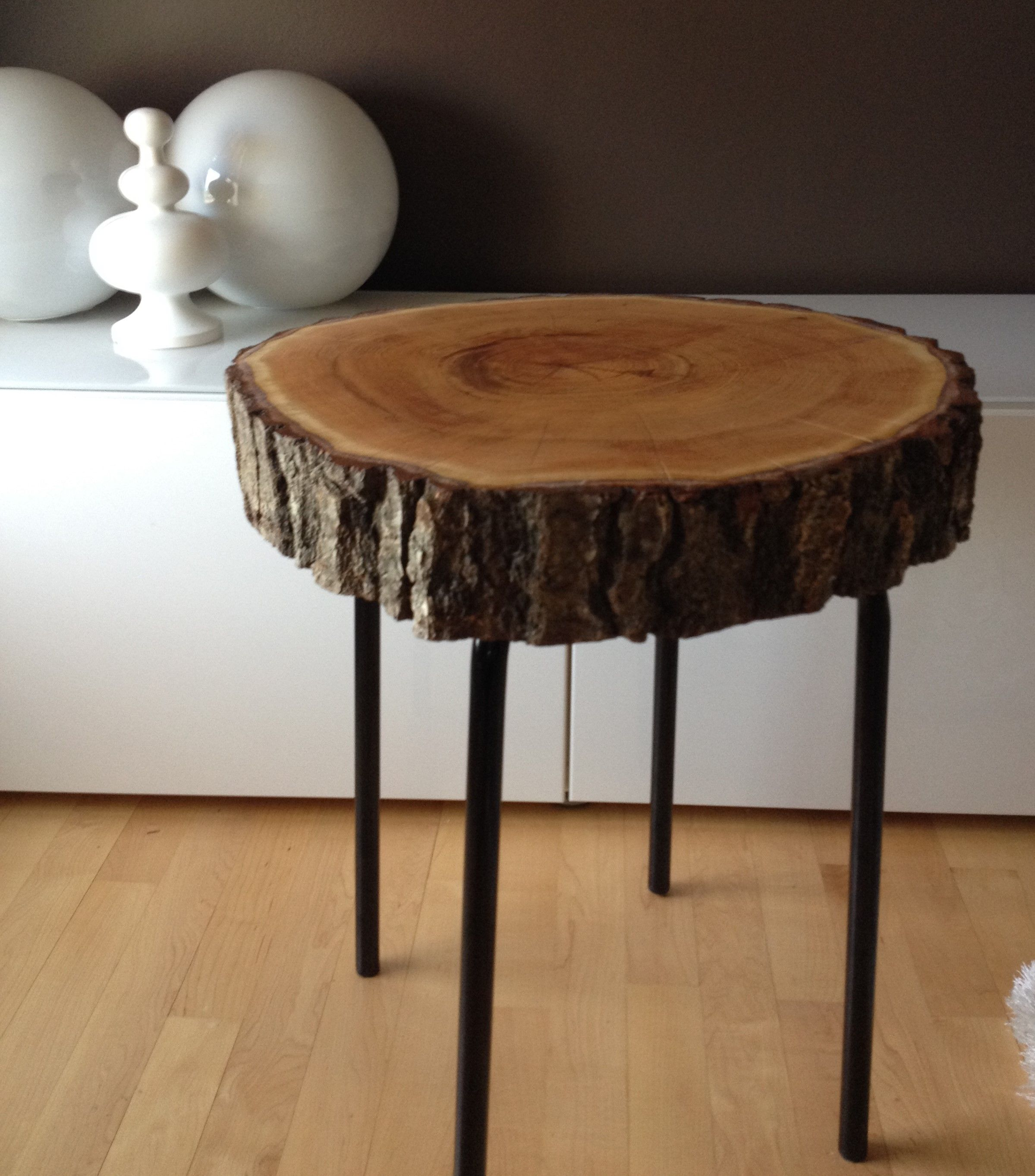 Stump End Table - Oak Wood stump table with metal legs. www ...