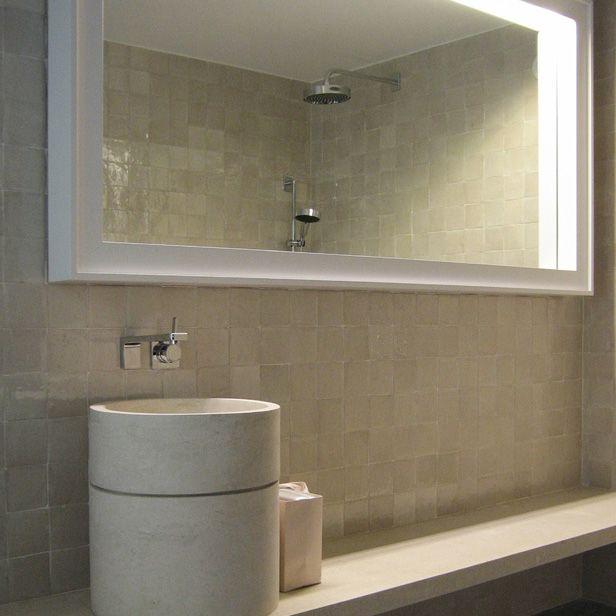 Beige Marokkaanse tegels in de badkamer | WANDTEGELS | Handgevormde ...
