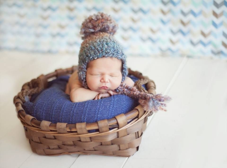 Crochet thick and chunky hat with pompom.