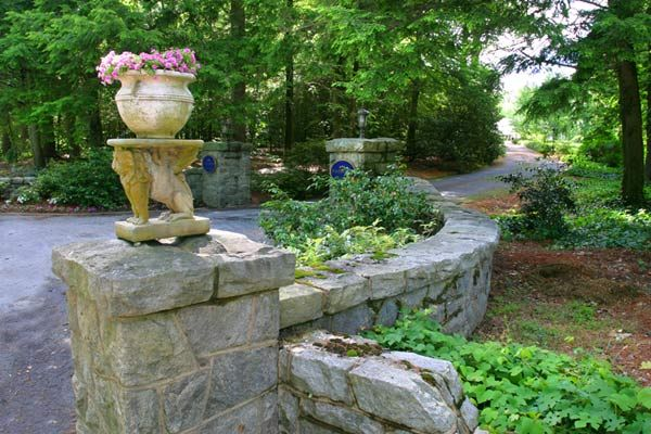 Pin By Heather Kranz On For Mom Driveway Entrance Landscaping Driveway Landscaping Outdoor Landscaping