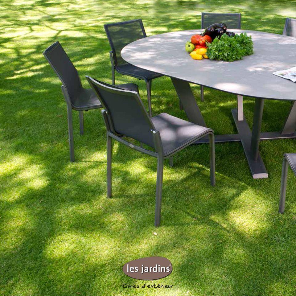 Ensemble table ronde extensible et chaises empilables Hegoa par Les ...