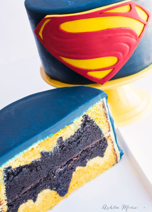 Batman vs Superman design inside Cake video tutorial Superman