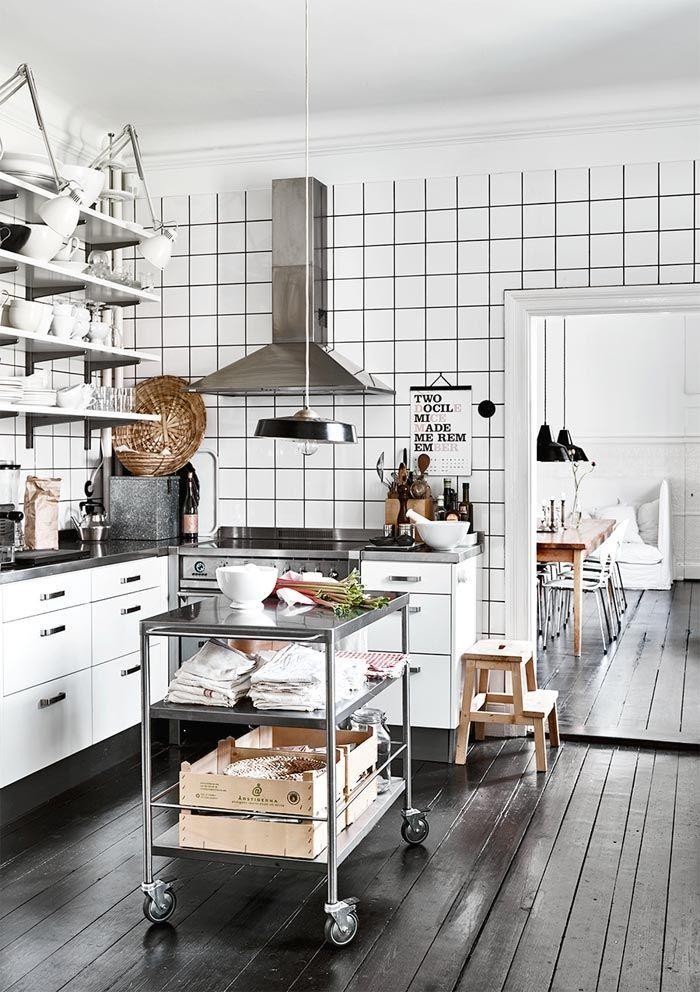 Cocina azulejos blancos cuadrados con juntas negras estilo nordico ...