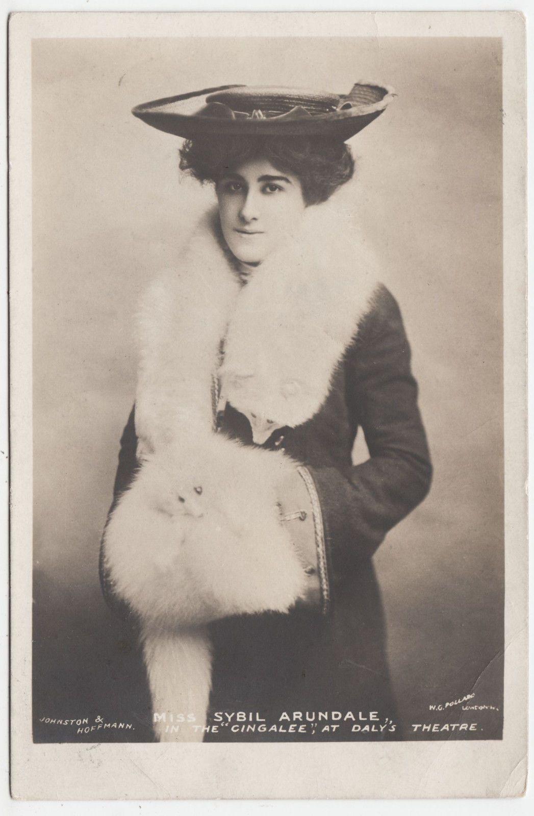 Lota Delgado (1918?009),Arkie Whiteley Adult photos Claire Holt,Eden Sher