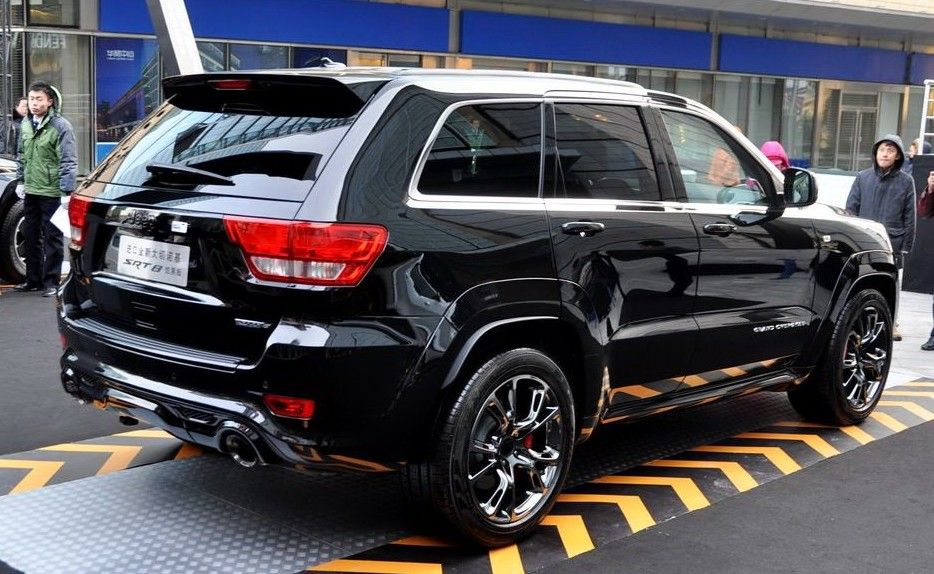 Jeep Grand Cherokee Srt8 Black Edition Launched In China Carnewschina Com China Auto News Jeep Srt8 Jeep Grand Cherokee Limited Grand Cherokee Srt8