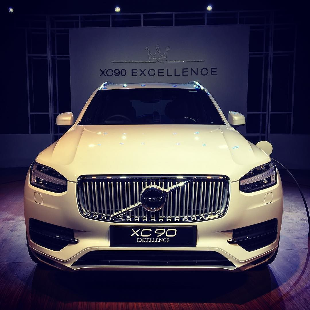 Volvo XC90Excellence T8 PlugIn Hybrid launched in