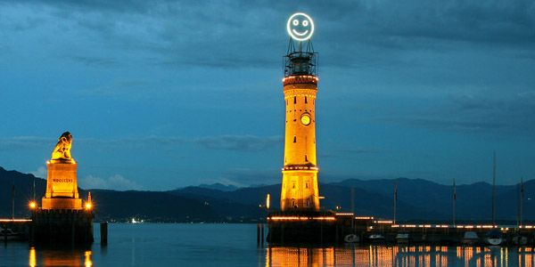 "Fühlometer (""Feel-O-Meter"") : A Giant Face That Reflects the Mood of a City installed at Lindau Island, Germany"