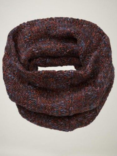 i wonder if the yarn looks as rich in person. it sure looks cozy.