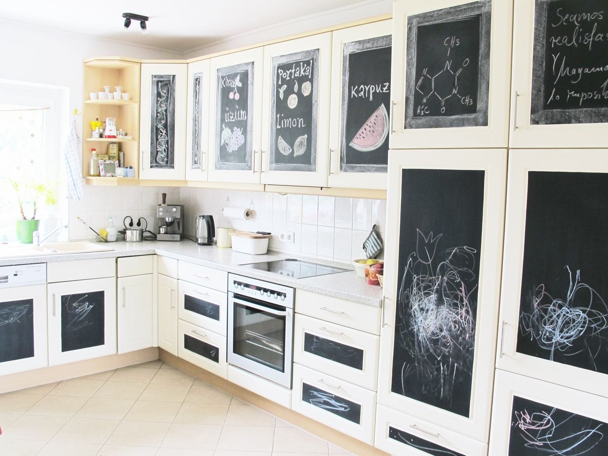 nachher k che makeover k chenfronten g nstig tafelfolie zeichnungen chalkboard. Black Bedroom Furniture Sets. Home Design Ideas