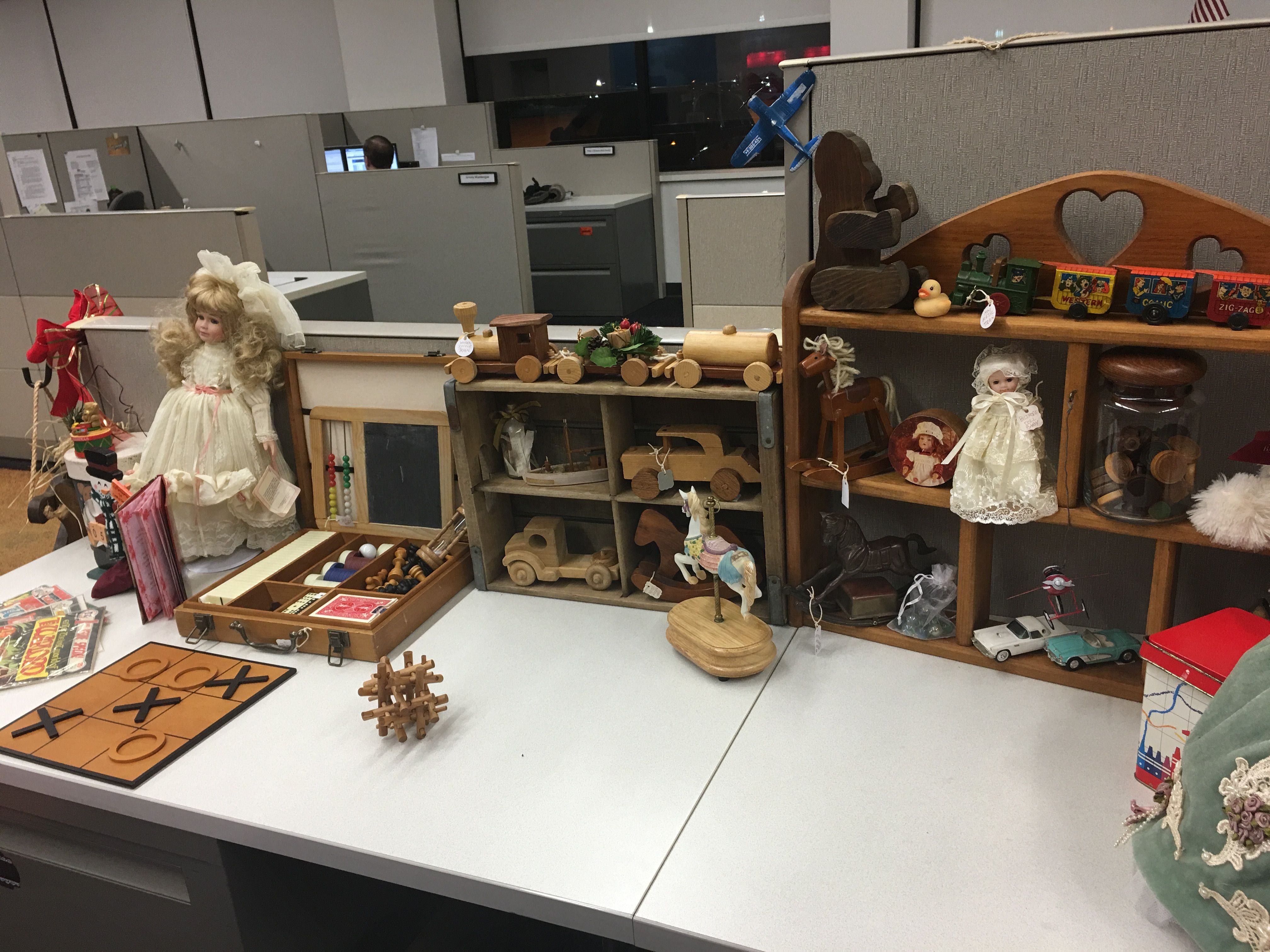 Christmas cubicle decorations - Cubicle Decorating Toy Shop Christmas 2016