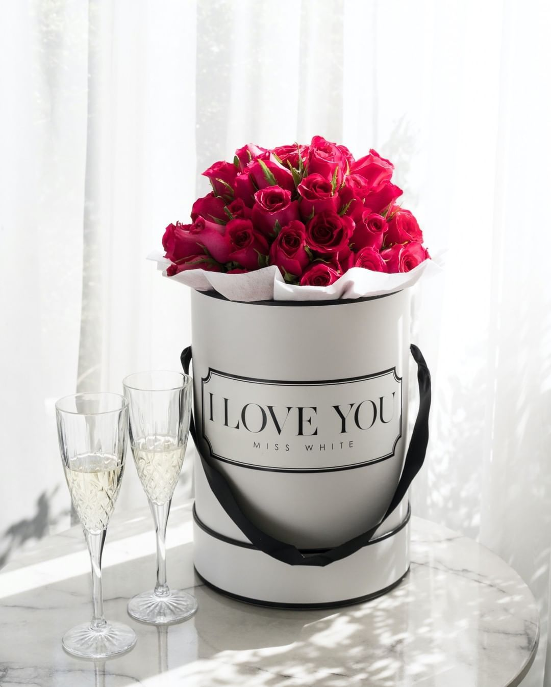 20 Off With Code 2020sale On Instagram R O M A N T I C Who Would Love To Come Home To These After Work Tag Babe Coz W In 2020 Bloom Box Roses Stemless Wine Glass