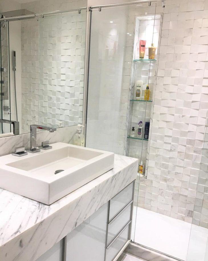 M rmore carrara 50 ambientes sofisticados com esta pedra for Casa classica porcelain tile