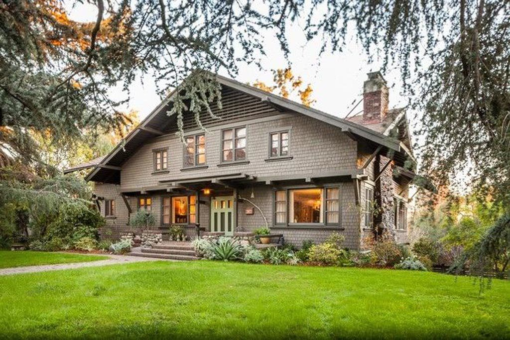 Craftsman and Bungalow Style Homes #craftsmanstylehomes