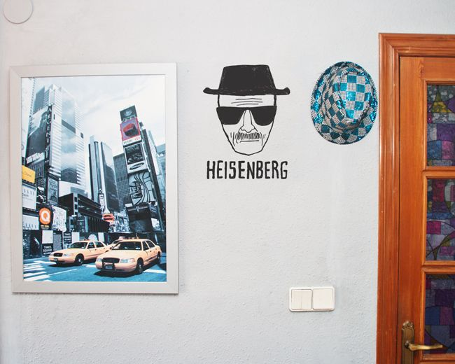 "Para fans de Breaking Bad. Vinilo ""Heisenberg"" http://makeupyourwall.com/producto/vinilo-heisenberg-breaking-bad/"
