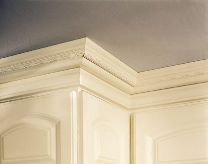 Full Overlay Crown Moulding Decorative Inset And Traditional Light Rail