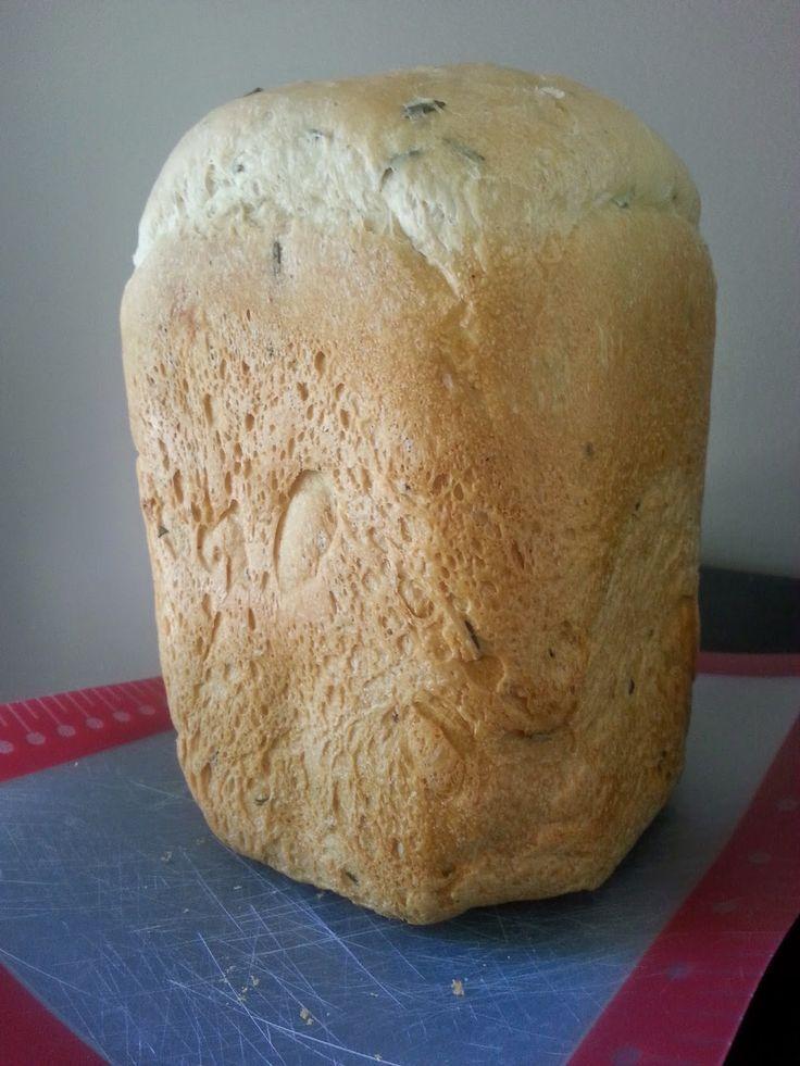 Rosemary Bread Machine Bread Rezept. Einfach, verwendet frischen Rosmarin und erinnert mich an ...