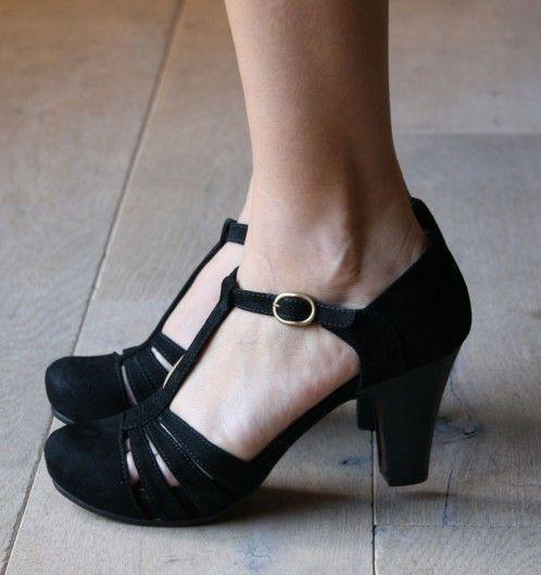 Zapatos negros formales Chie Mihara para mujer