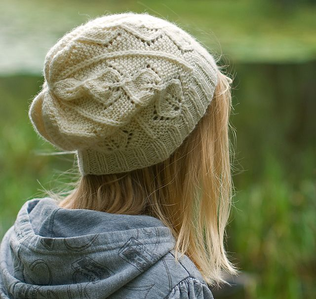 love the leaf lace pattern on this hat | tejidos | Pinterest | Gorro ...
