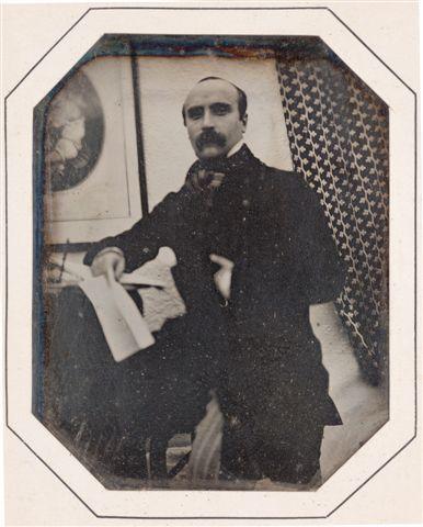 "mini.press: Ιστορία-1821 Γεννιέται ο Γκυστάβ Φλωμπέρ, Γάλλος λογοτέχνης και ο εμπνευστής του ρεαλιστικού Γαλλικού μυθιστορήματος. Αριστούργημα στη παγκόσμια λογοτεχνία, θεωρείται το έργο του Madame Bovary (1857). 1901 Σαν σήμερα πραγματοποιείται η πρώτη ασύρματη τηλεγραφική μετάδοση, διαμέσου του Ατλαντικού, από τον Ιταλό εφευρέτη Γουλιέλμο Μαρκόνι. γνωστός και ως ""ο μάγος των κυμάτων""."