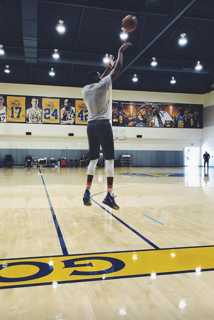 Stephen Curry practices on Friday April 28