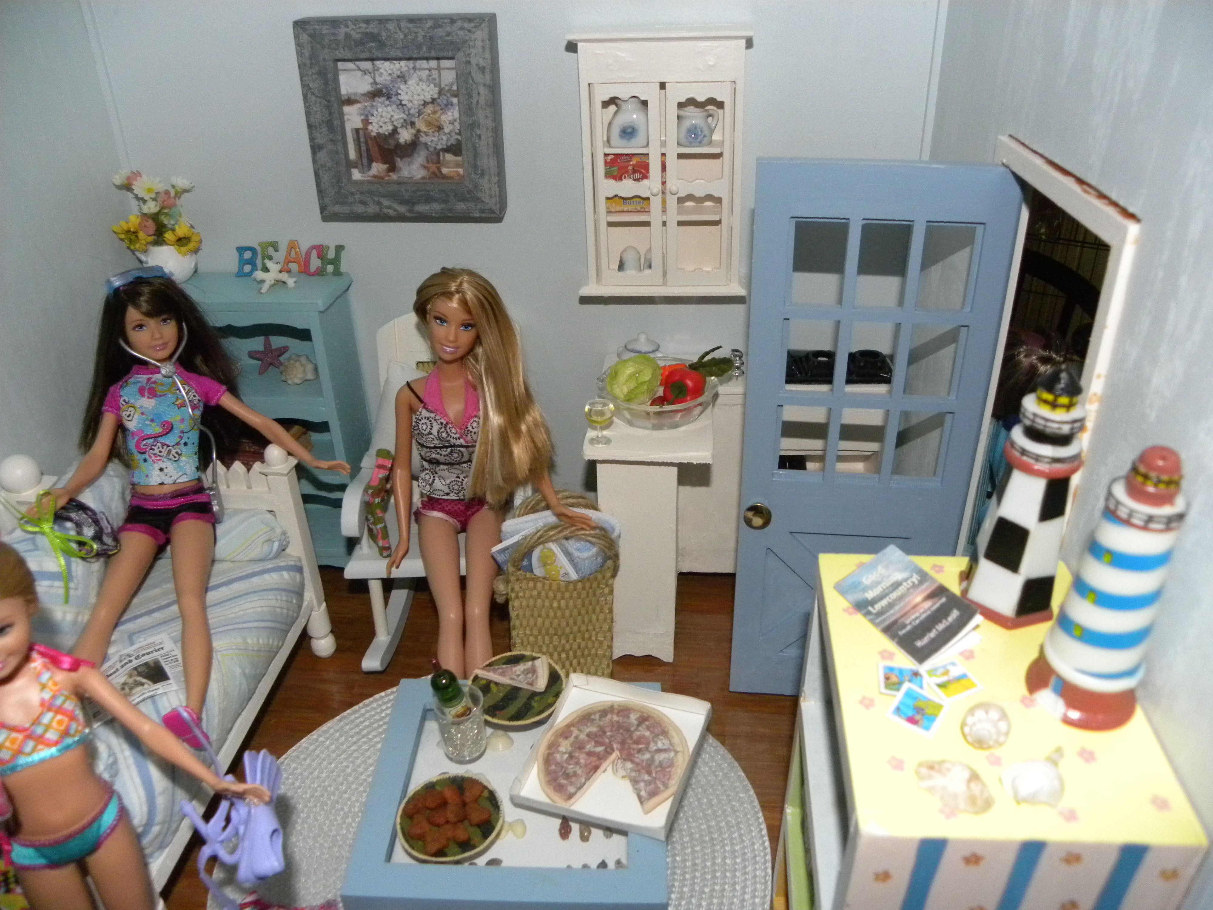 more of the Shell Seekers dollhouse