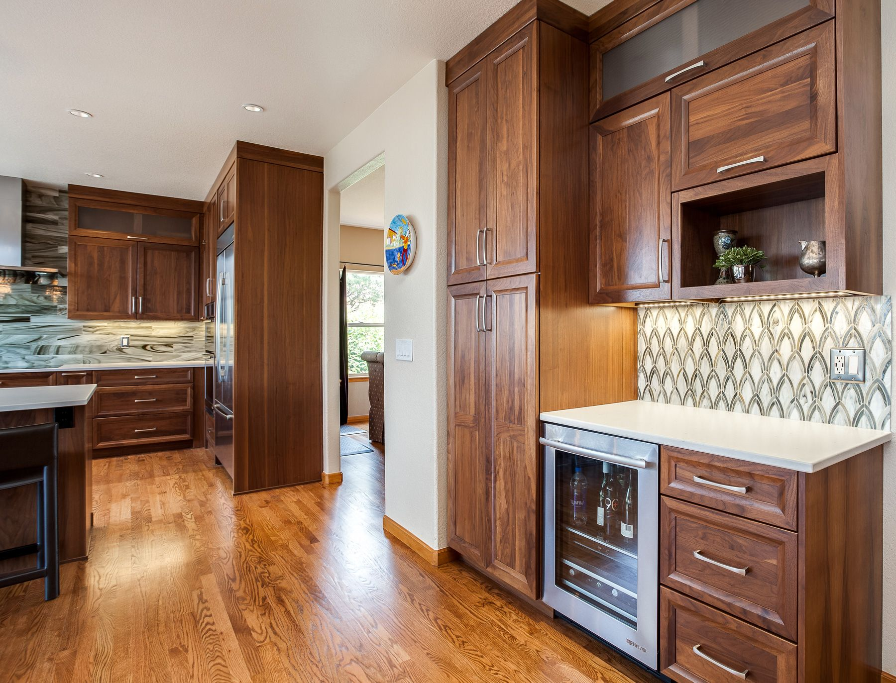 Best This Is Transitional Modern Design Shaker Cabinets 400 x 300