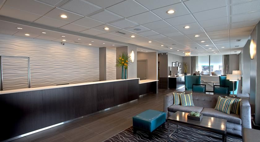 Best western river north $229.99 Located less than a mile from the shopping and dining district on Michigan Avenue, this hotel features an indoor pool and free Wi-Fi in guest rooms.
