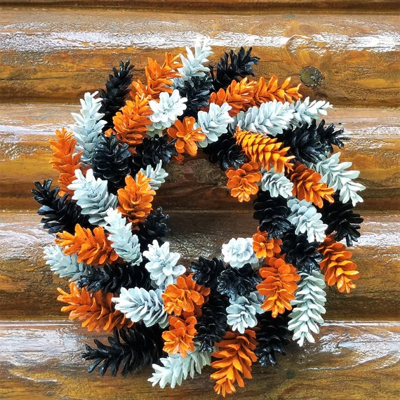 Halloween Pine Cone Wreath, Orange Black and White Wreath, Holiday Wreath, Fall Wreath, Rustic Wreat #pineconeflowers
