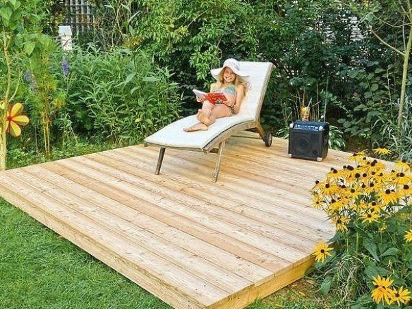 Podest Aus Holz Im Garten Bauen Garten Landschaftsbau Garten Landschaftsbau Outdoor Furniture Sets Pergola Outdoor