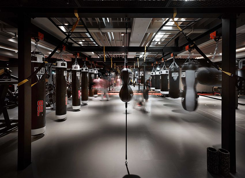We Have Encountered Dramatic Elegant And Inviting Yoga Studios Spas And Salons But This Is The First Time That We Boxing Gym Boxing Gym Design Gym Interior