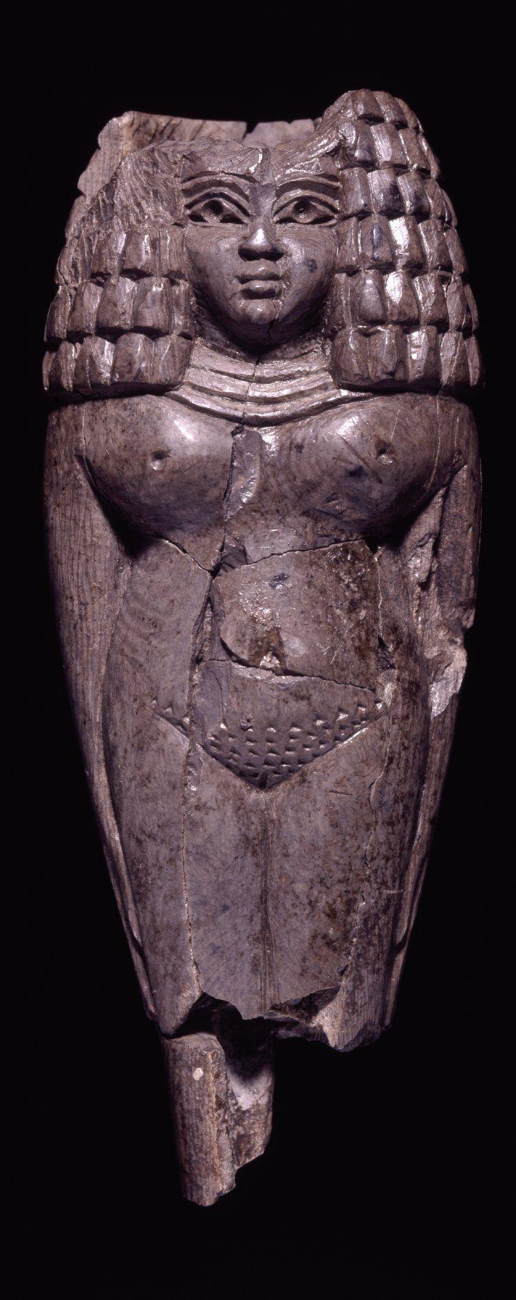"""ancientpeoples: """"Marfil figura femenina con el pelo en 9 de la moda egipcia - 8 º siglo aC fenicia (Fuente: El Museo Británico)"""""""