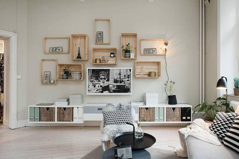 Drewniane Skrzynki Na ścianie W Tym Salonie Służą Jako Półki