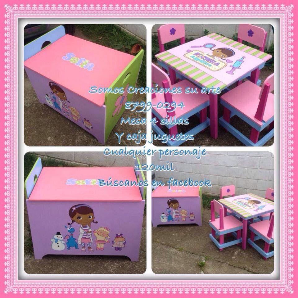 Caja de juguetes y mesita