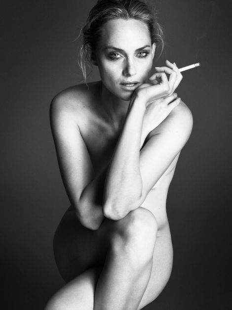 valletta naked Amber