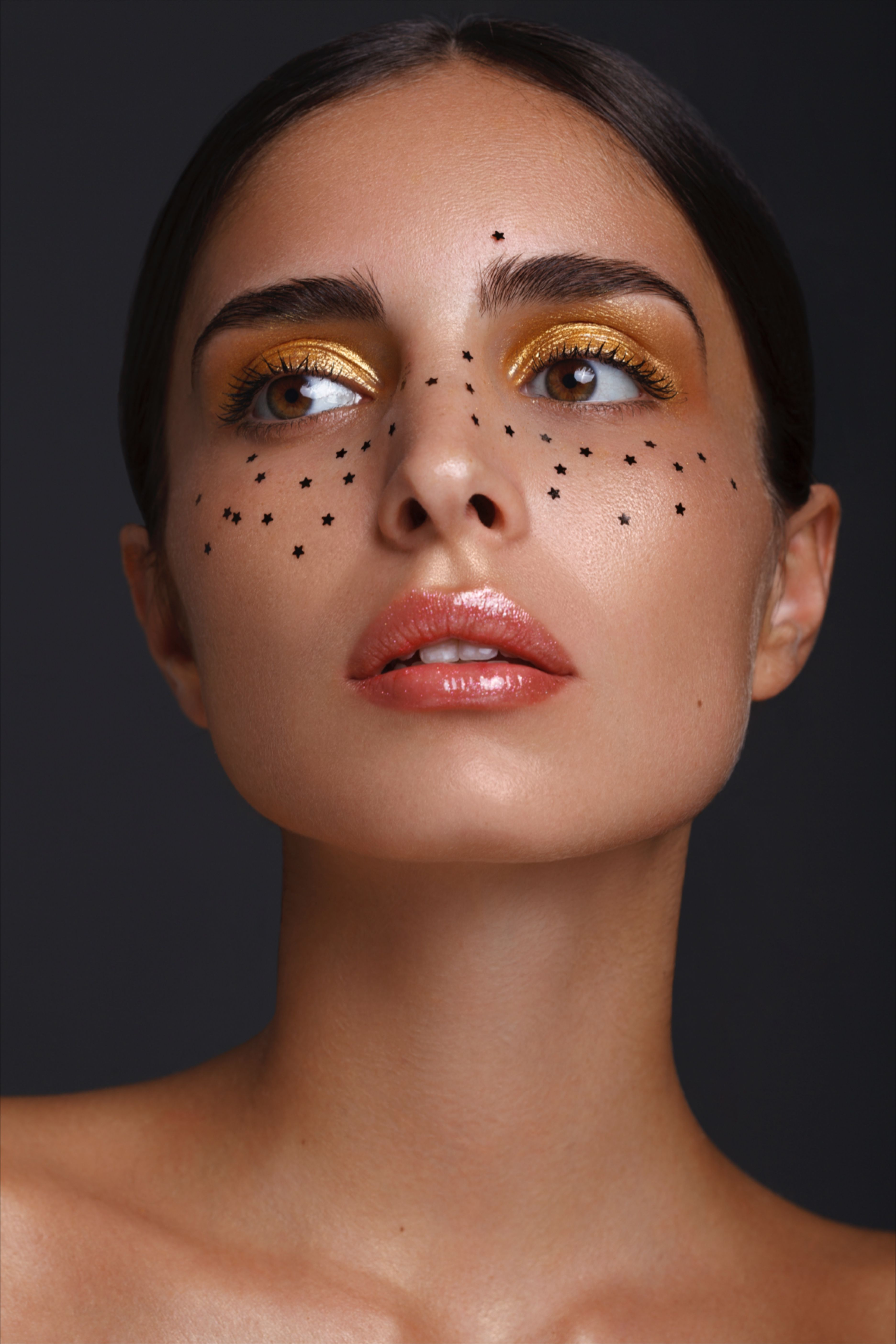 creative makeup with little glitter stars for the holiday