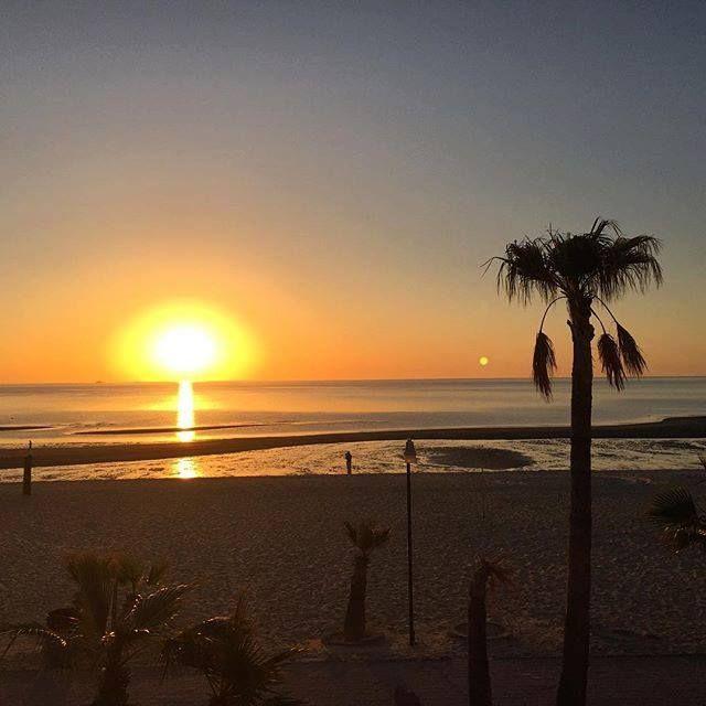 ¡Los amaneceres como los atardeceres son extraordinarios en el puerto! Vívelos en #SanFelipe #BajaCalifornia  Aventura por rozmurph