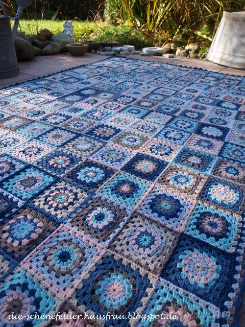 die schenefelder hausfrau granny square decke fertig h kel anleitung pinterest granny. Black Bedroom Furniture Sets. Home Design Ideas