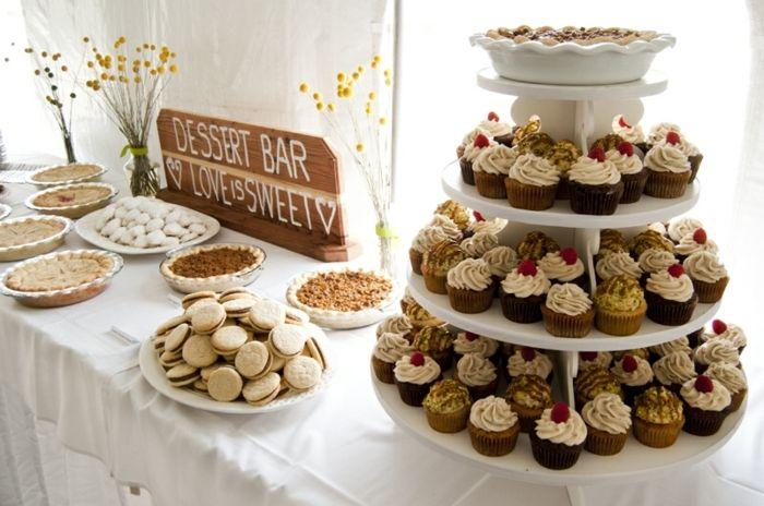 sabl s cupcakes tartes deco florale nappe blanche fond de d cor blanc planche en bois. Black Bedroom Furniture Sets. Home Design Ideas