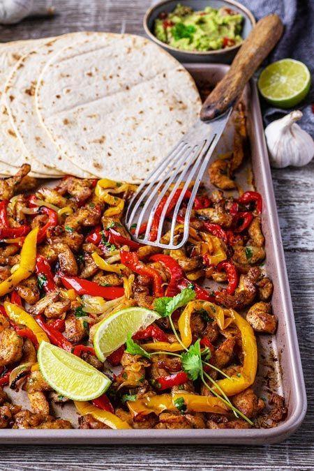 Mexikanisches Soulfood für die ganze Familie? Können wir! Hol dir hier unser Rezept für Chicken-Fajitas vom Blech >>