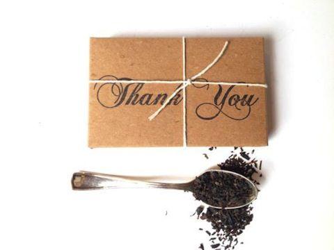 Regala en tu boda un poco de te , un cafe especial, unas flores secas... papel kraft, una cuerda y vuala!!!