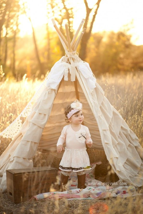 Love the teepee. Very popular photo prop this year ...