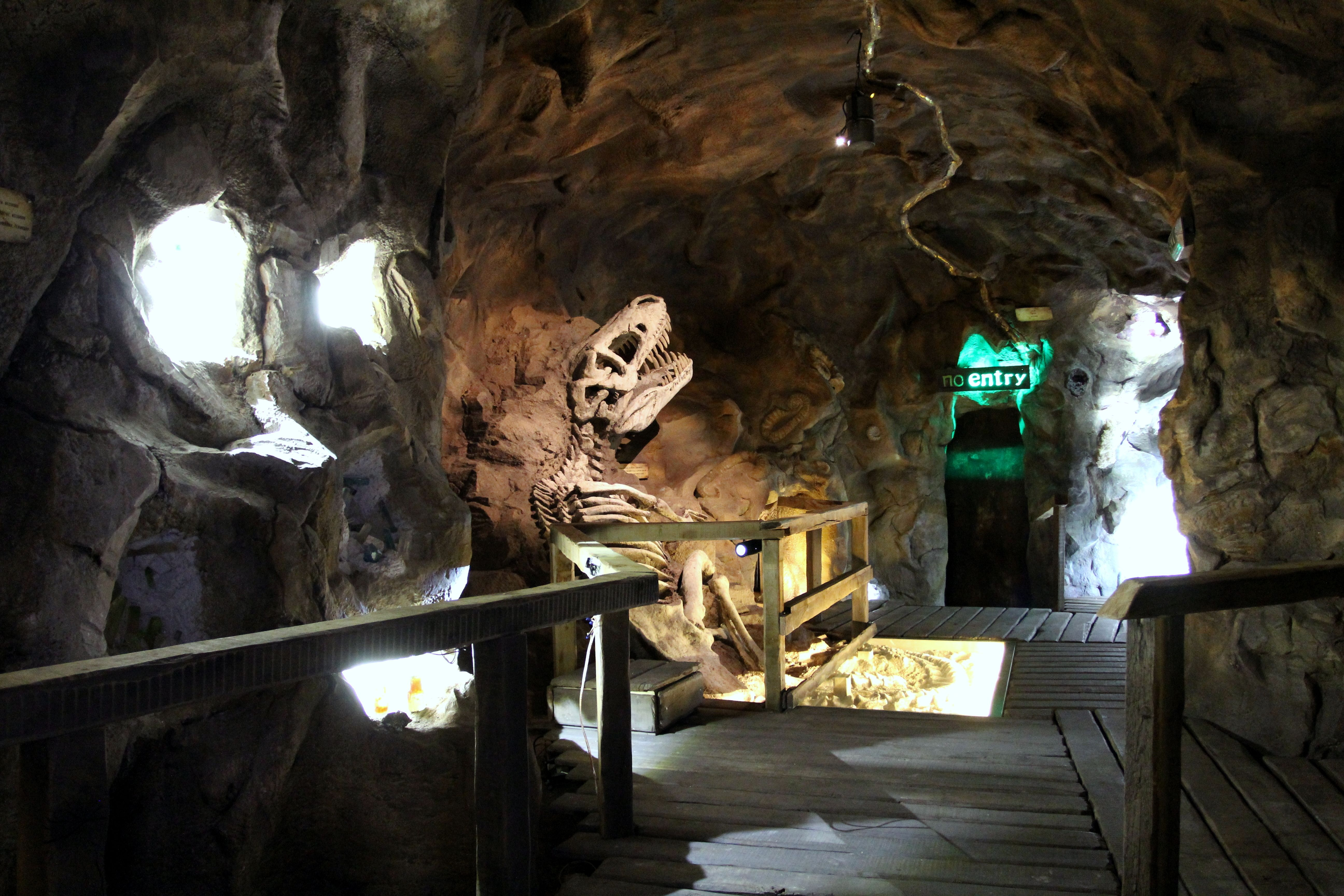 Tajuplná jeskyně se zlatou žílou