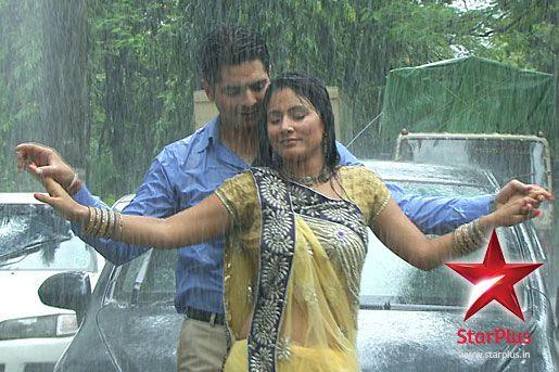 Akshara Naitik Enjoy Some Romantic Moments In The Rains Romantic