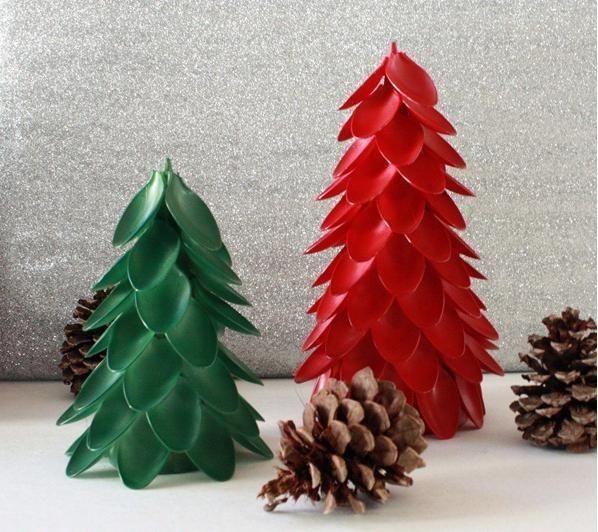 Arbolito de Navidad con cucharas de plástico - Manualidades para - manualidades para navidad
